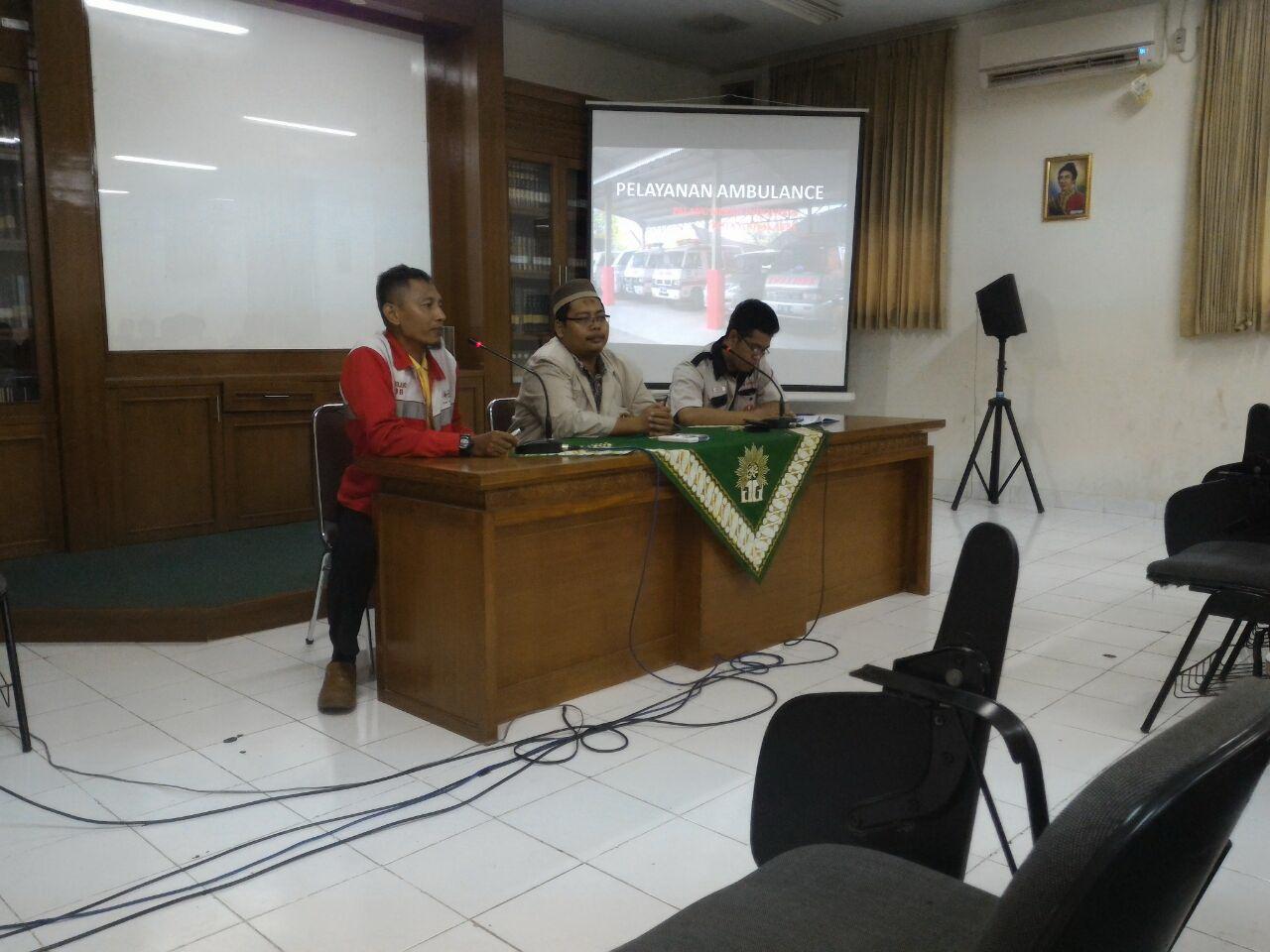 MENGELOLA AMBULAN GRATIS Pengalaman PMI Kota Yogyakarta dan AMM Sleman